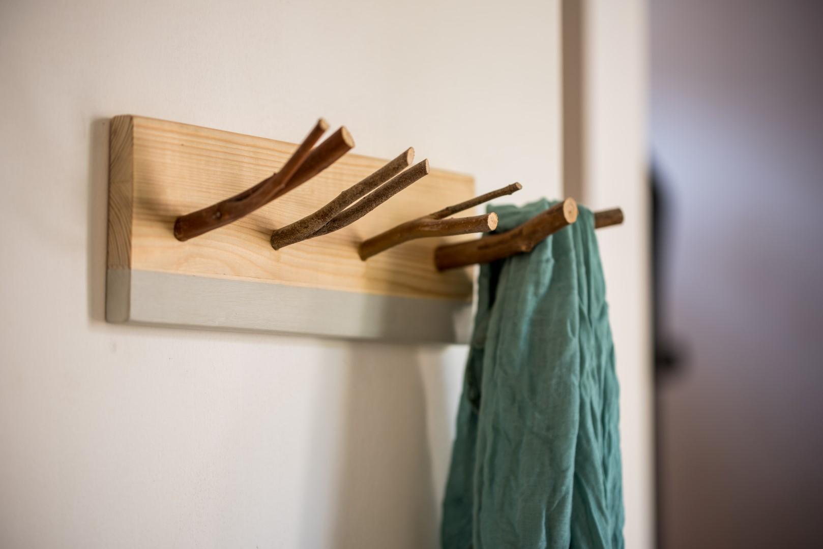 wood four hook rack